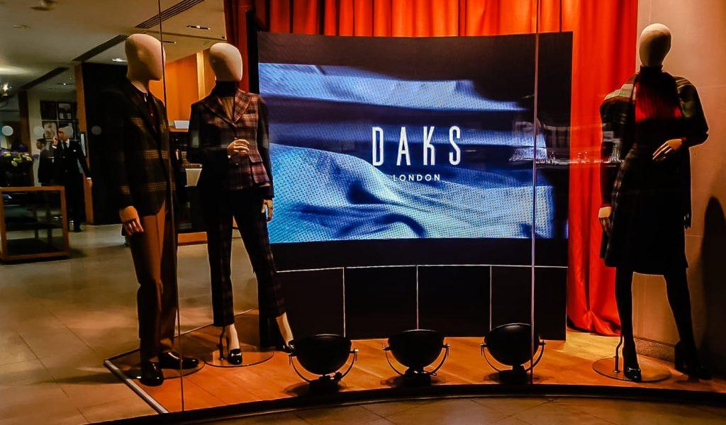 Retail Window Display DAKS7